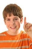 Jeune verticale de doigt de garçon image stock