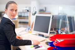 Jeune verticale de femme d'affaires Photographie stock libre de droits