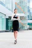 Jeune verticale de femme d'affaires Images stock