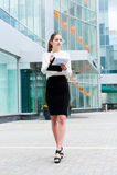 Jeune verticale de femme d'affaires Photo stock