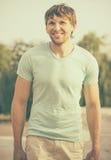 Jeune visage de sourire heureux beau d'homme Photos stock