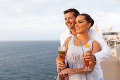 Jeune voyage de croisière de couples Photographie stock