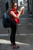 Jeune voyageur dans la ville image libre de droits
