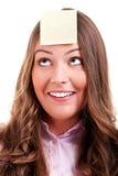 Jeune woma avec la note collante jaune Photo stock