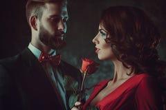 jeunes élégants de couples Image libre de droits