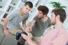 Jeunes étudiants de photographie de groupe Image stock