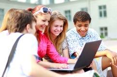 Jeunes étudiants rayés image libre de droits