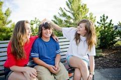 Jeunes adolescents ayant l'amusement Images libres de droits