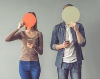 Jeunes ajouter à la bulle de la parole Image stock