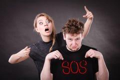 Jeunes ajouter au coeur brisé et au mot de SOS Photo libre de droits