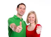 Jeunes ajouter aux mains avec des pouces  Photos stock