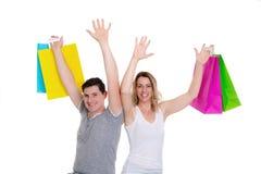 Jeunes ajouter heureux aux paniers Photo libre de droits