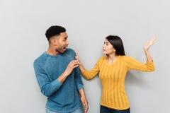 Jeunes amants ayant une querelle et un combat Photos stock