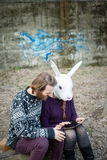 Jeunes amants de cuople de hippie Photos stock