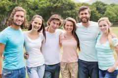 Jeunes amis en parc Image libre de droits