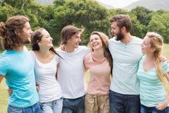 Jeunes amis en parc Photo libre de droits