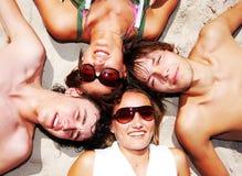 Jeunes amis ensemble Photo libre de droits
