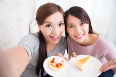 Jeunes amis féminins heureux Photo libre de droits