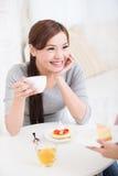 Jeunes amis féminins heureux Photos stock