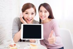 Jeunes amis féminins heureux Images libres de droits
