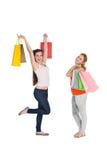 Jeunes amis féminins heureux avec des paniers Image libre de droits