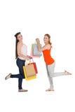Jeunes amis féminins heureux avec des paniers Photographie stock