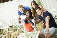 Jeunes amis multiraciaux Photos libres de droits