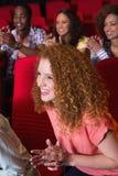 Jeunes amis observant un film Photo libre de droits