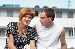 Jeunes années de l'adolescence affectueuses de couples Images libres de droits