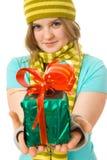 jeunes attrayants de fille de cadeau photos stock