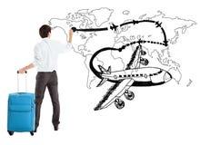 Jeunes avion de dessin d'homme d'affaires et chemin de ligne aérienne sur la carte photographie stock libre de droits