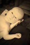 Jeunes bébé et mère dans la sépia Photographie stock libre de droits