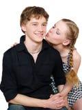Jeunes beaux baisers de couples d'isolement sur le blanc Photos stock