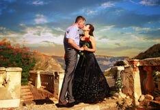 Jeunes beaux baisers de paires Photo libre de droits