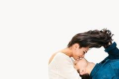 Jeunes beaux couples Communication entre un homme et une femme, soin, amitié, amour, relations Photographie stock
