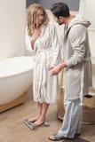 Couples dans la salle de bains Photographie stock