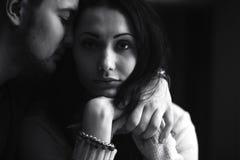 Jeunes beaux couples dans le studio Photos libres de droits