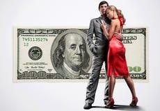 Jeunes beaux couples sous l'argent Images stock