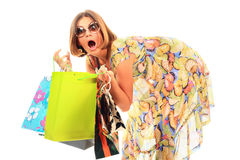 Jeunes beaux femmes avec ses sacs à provisions photo stock