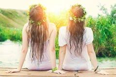 Jeunes belles femmes dehors en été Beauté et mode Images libres de droits