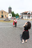 Jeunes Bulgares dans des costumes nationaux avant le début des jeux de Nestenar, Bulgarie Image libre de droits
