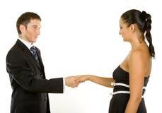Jeunes cadres d'affaires réussis se serrant la main Photos stock