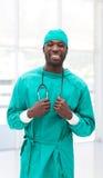 jeunes confiants de docteur image stock