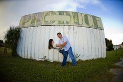 Jeunes couples à l'extérieur Image stock