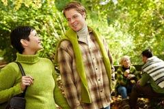 Jeunes couples à la hausse Images libres de droits