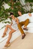 Jeunes couples à la mode élégants Photo stock