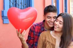 Jeunes couples étant amoureux photographie stock libre de droits