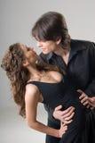 Jeunes couples étreignants passionnés Images libres de droits