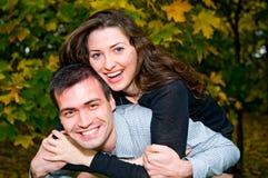 Jeunes couples affectueux Images stock