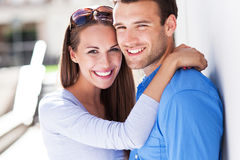 Jeunes couples affectueux Photo stock